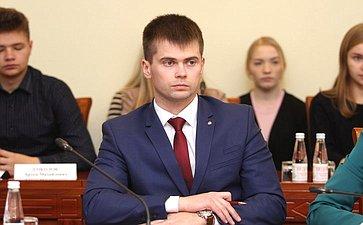 Заседание Дискуссионного клуба Молодежного парламента Вологодской области натему «Бюджет региона: стабильный фундамент динамичного развития»