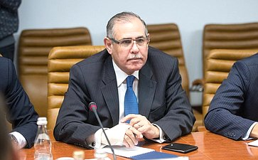 Ильяс Умаханов провел рабочую встречу сновым Чрезвычайным иполномочным послом Арабской Республики Египет вРФ Ихабом Ахмедом Талаатом Насром