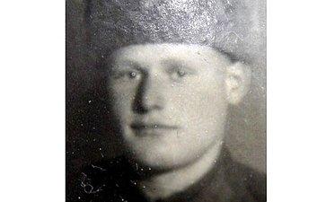Семён Лопухов (1922–31.08.1944) Лейтенант, командир танка вавгусте 1943 был ранен ипопал плен. Был освобождён или бежал, иснова фронт. Умер отран вавгусте 1944года ввоенном госпитале вБелоруссии. Двоюродный дед сотрудницы Аппарата СФ З. Поймановой
