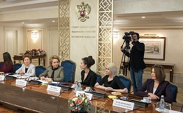 Встреча В. Матвиенко сженщинами-участницами волонтерского марафона, приуроченного кГоду добровольца вРоссии