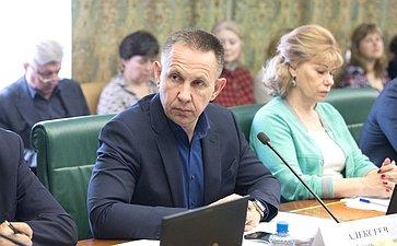 О. Алексеев