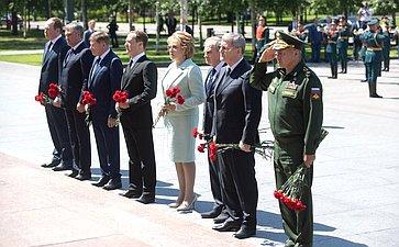 В. Матвиенко ичлены Совета Федерации приняли участие вмероприятиях вМоскве вДень памяти искорби