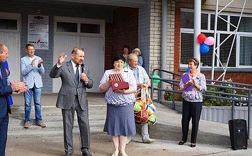 Сергей Белоусов поздравил педагогов иучащихся алтайских школ сначалом нового учебного года иДнем знаний