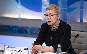 Е. Мизулина напарламентских слушаниях натему «Уголовно-процессуальное законодательство Российской Федерации: состояние иперспективы»