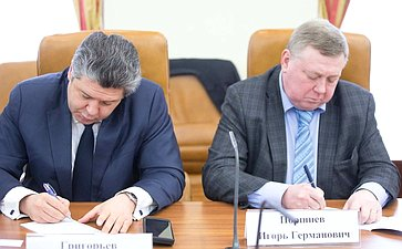 «Круглый стол» натему «Россия иЗапад после выборов: информация как инструмент конфликта»