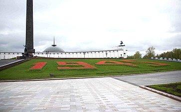 В. Матвиенко возложила цветы кВечному огню вПарке Победы наПоклонной горе
