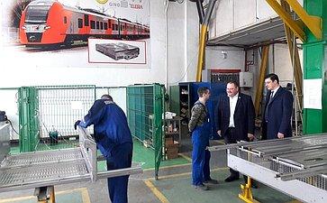 Входе рабочего визита вПензу О.Мельниченко обсудил сколлегами вопросы взаимодействия ипровел встречи сколлективом Пензенского завода точных приборов