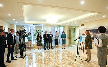 Инна Святенко иМаргарита Павлова открыли вСовете Федерации выставку «Портрет страны сердцами детей»