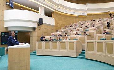 Д. Быков выступил на422-м заседании Совета Федерации