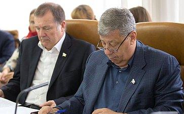 С. Катанандов иА. Чернецкий