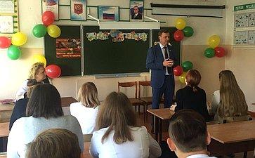Виктор Новожилов провел урок для старшеклассников