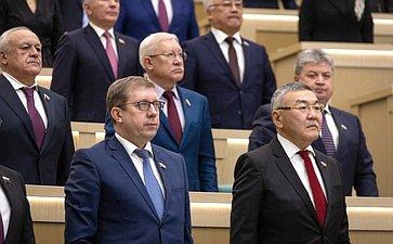Сенаторы слушают гимн России перед началом 471-го заседания Совета Федерации