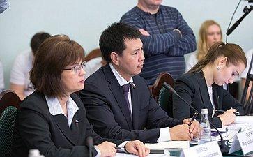 Е. Попова иМ. Ооржак напервом заседании Совета попроблемам профилактики наркомании