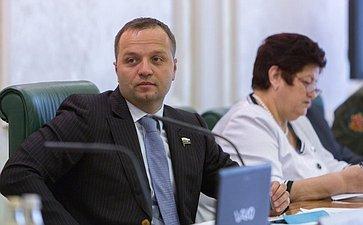 Заседание «круглого стола» натему «Конституционное право наохрану здоровья илекарственное обеспечение вРоссии»