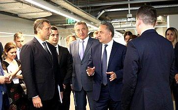 Сергей Лукин всоставе Правительственной делегации воглаве сВиталием Мутко посетил единый сервисный центр АО «Банк ДОМ.РФ»
