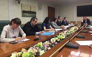 Председатель Комитета СФ поаграрно-продовольственной политике иприродопользованию А.Майоров провел встречу саппаратом Комитета