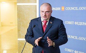 Андрей Клишас подход к прессе на 358 заседании Совета Федерации