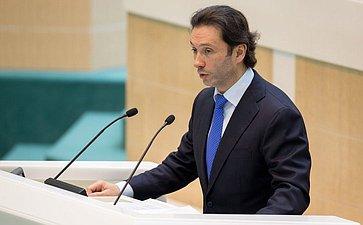 Кавджарадзе Максим, заместитель председателя Комитета СФ поконституционному законодательству игосударственному строительству
