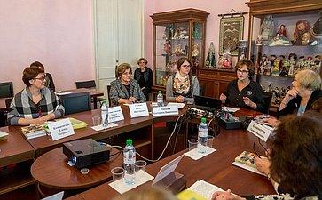 Е. Лахова открыла выставку инаучно-практическую конференцию, посвященную женщинам, занимающимся научной деятельностью