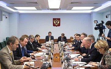 Встреча К.Косачева сделегацией Комиссии пообороне Швеции воглаве спредседателем Бьерном фон Сюдовым