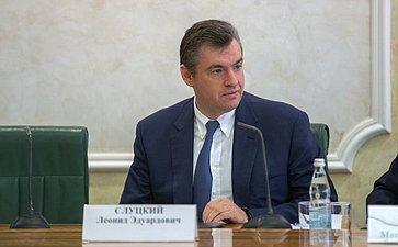 Л. Слуцкий