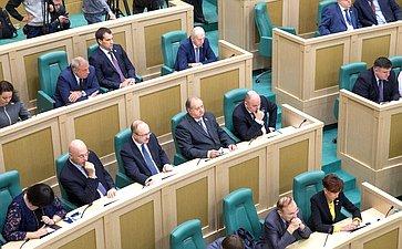 Сенаторы на398-м заседании Совета Федерации