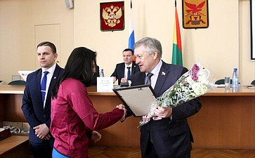 Сергей Михайлов принял участие вовручении правительственных наград спортсменам исотрудникам учреждений краевого министерства спорта