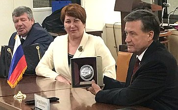 Встреча российских сенаторов сдиректором бюджетного департамента Министерства планирования ифинансов Республики Корея Ан ДоГолем