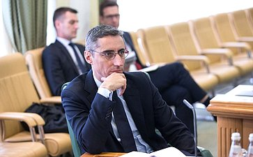 Встреча В.Бондарева сдиректором Центра высших военных исследований Французской Республики Винсентом Жиро