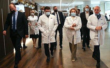 Председатель СФ Валентина Матвиенко игубернатор Московской области Андрей Воробьев посетили Институт ядерной медицины