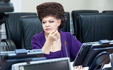 В.Петренко иА.Кузнецова обсудили актуальные вопросы семейной политики