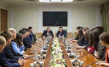 Встреча сенаторов спобедителями Благотворительной программы АМАН «Программа поподготовке молодых специалистов»