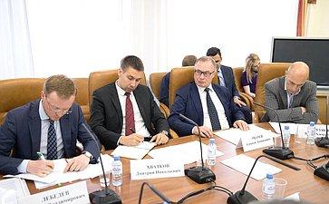 Заседание временной рабочей группы СФ помониторингу мер Правительства РФ пообеспечению безопасности обращения сотходами производства ипотребления I иII классов опасности