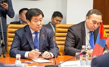 ВстречаБ. Жамсуева иА. Варфоломеева счленом Великого Государственного Хурала Монголии Бямбасурэнгийном Энх-Амгаланом