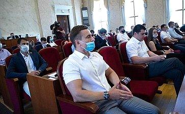 Владимир Бекетов принял участие вобщем собрании Совета молодых депутатов региона