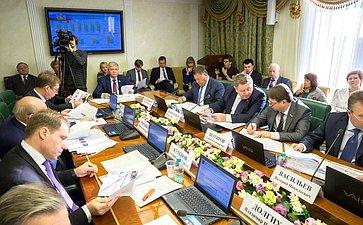 Ю. Неелов провел расширенное заседание Комитета СФ поэкономической политике