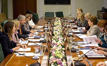 Встреча заместителя Председателя СФ Г.Кареловой сдиректором ипостоянным представителем Всемирного банка вРФ А.Хорваи