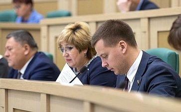 Александр Пронюшкин иОльга Хохлова