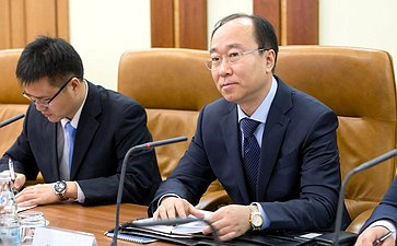 Встреча В. Бондарева своенным атташе Китая вРФ