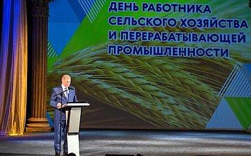 Анатолий Артамонов поздравил калужских аграриев спрофессиональным праздником