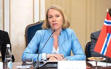 Председатель Комитета повопросам внешней политики иобороны Стортинга Королевства Норвегия Анникен Хюитфельдт