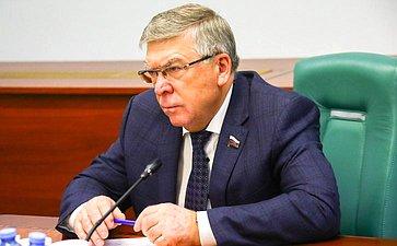 В. Рязанский: Нужно сформировать законодательную базу истратегию действий всфере орфанной медицины