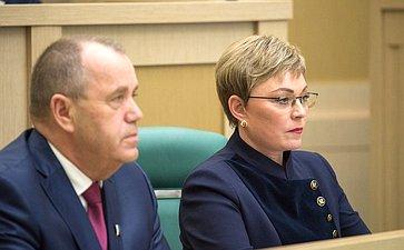 Председатель заксобрания Мурманской области С. Дубовой игубернатор региона М. Ковтун