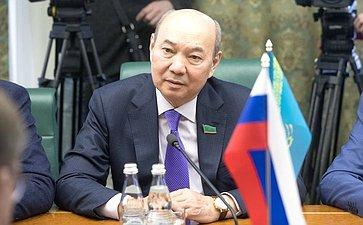 Встреча К. Косачева снаблюдателями отпарламента Казахстана
