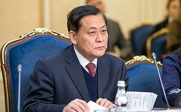 Заместитель председателя Комитета Всекитайского собрания народных представителей КНР повопросам финансово-экономической политики Инь Чжунцин