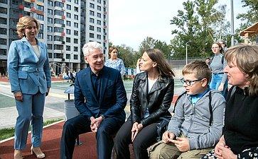 Инна Святенко приняла участие вовстрече мэра Москвы Сергея Собянина сжителями, которые скоро переедут вновый дом, построенный попрограмме реновации