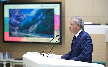 Глава Северной Осетии В. Битаров