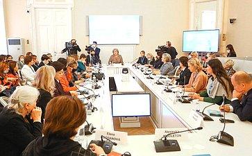 Заседание тематической сессии «Женщины-ученые иглобальные вызовы современности»