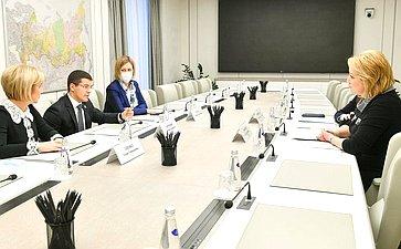 Встреча председателя Комитета СФ понауке, образованию икультуре Лилии Гумеровой сгубернатором ЯНАО Дмитрием Артюховым