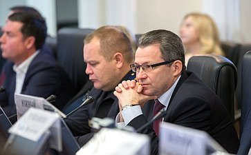 «Круглый стол» натему «Осовершенствовании законодательной базы всфере управления многоквартирными домами иответственности управляющих организаций заоказываемые жилищно-коммунальные услуги всубъектах РФ»